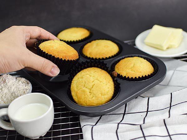 Quick and Easy Vanilla Cream Cheese Muffins