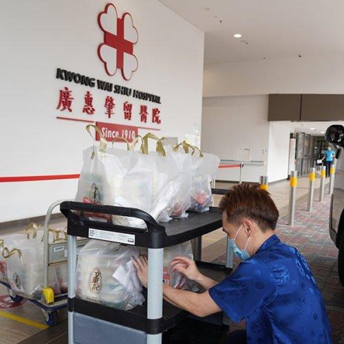Kwong Wai Shiu hospital receiving meal pack